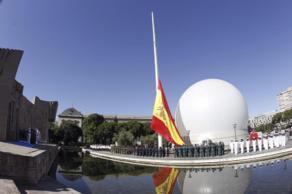 Izado de la bandera en la Plaza de Colón de Madrid,