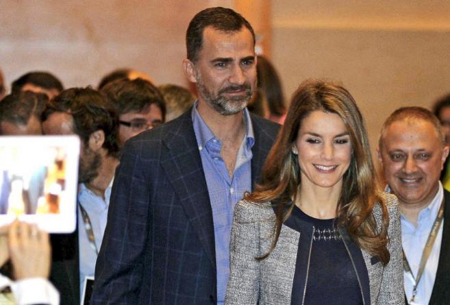 Los Príncipes de Asturias, durante la inauguración del Foro Impulsa...