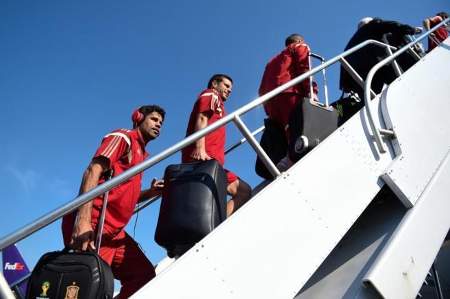 Diego Costa y Azpilicueta se suben al avión que traslada a España a...