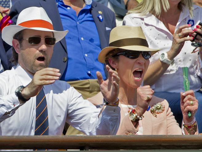 El presidente balear Bauzá y la Infanta Elena celebrando un golpe en...