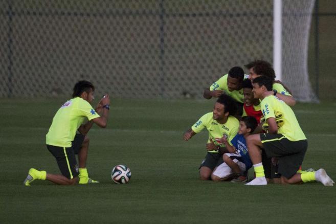 Neymar, durante un entrenamiento de la canarinha.