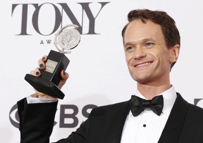 El actor Neil Patrick Harris en el backstage de los premios Tony tras...