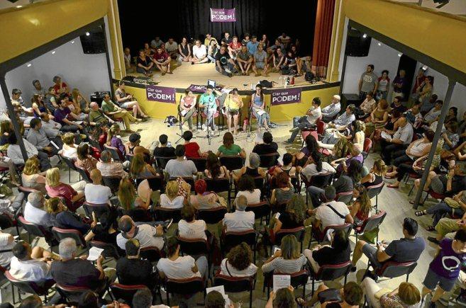 Centenares de personas abarrotaron la primera asamblea general de...
