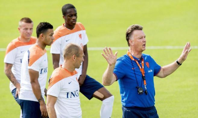 Van Gaal, durante un entrenamiento de la selección holandesa.