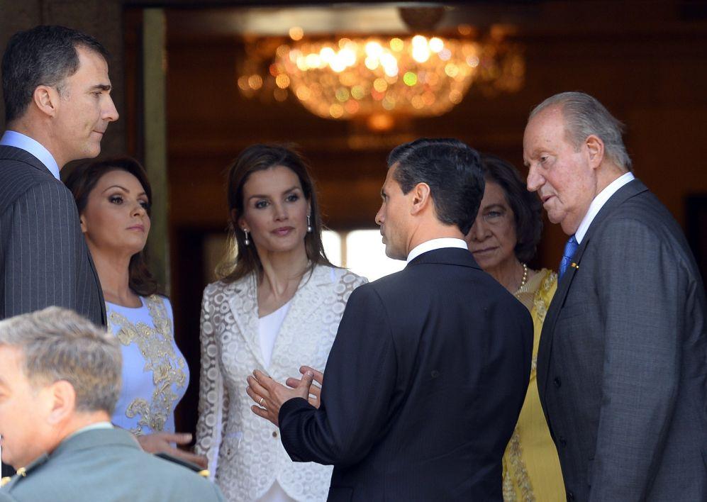 De izda a dcha, el príncipe Felipe, la primera dama mexicana,...