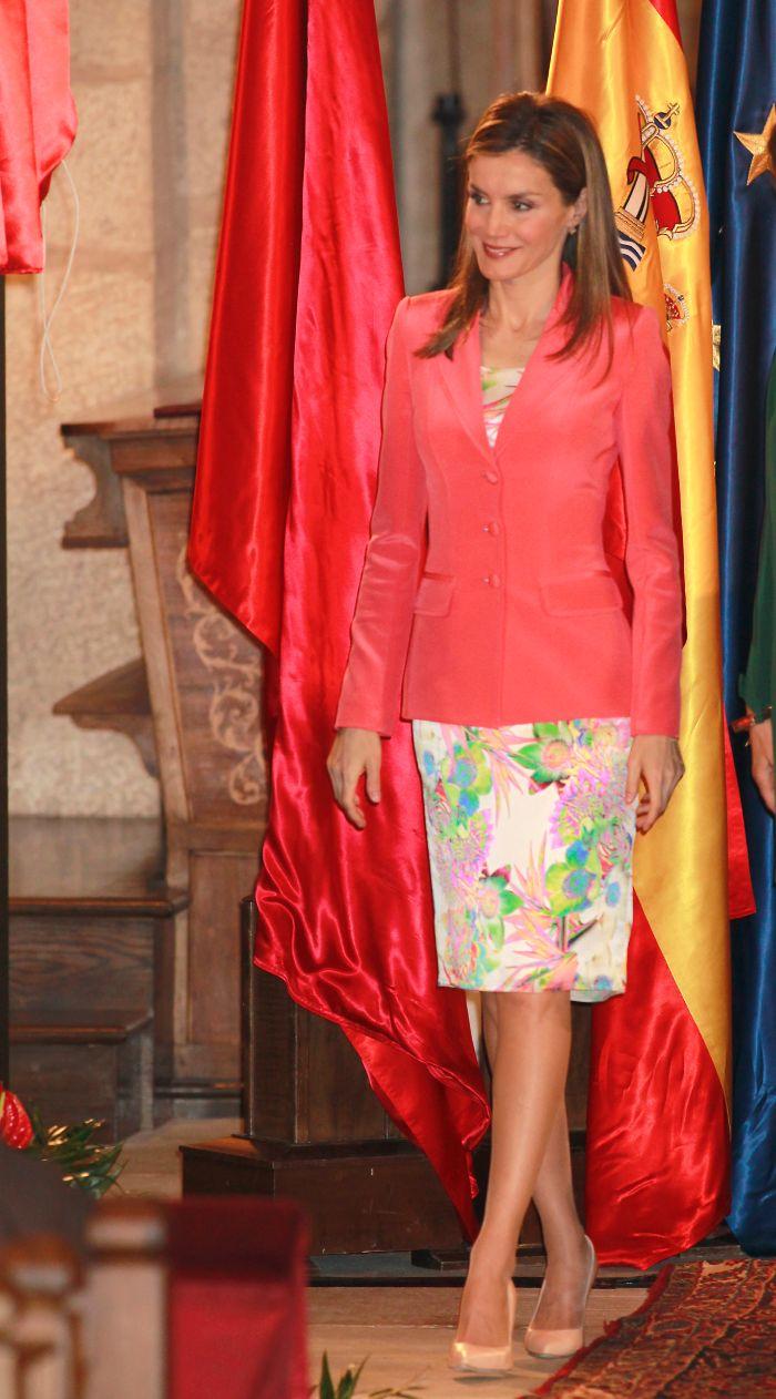 En Navarra, la princesa estrenó un conjunto de vestido y chaqueta,...