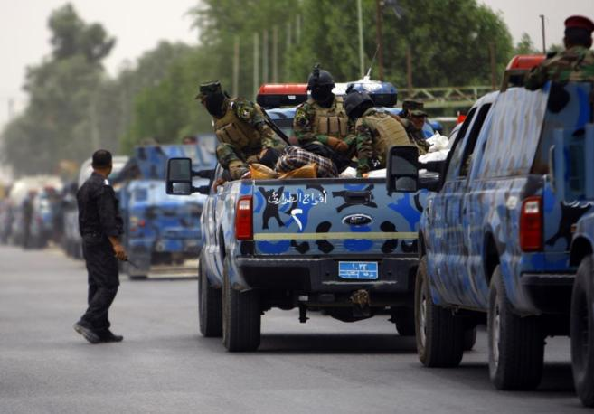 Soldados iraquíes se trasladan a Mosul tras el aumento de violencia.