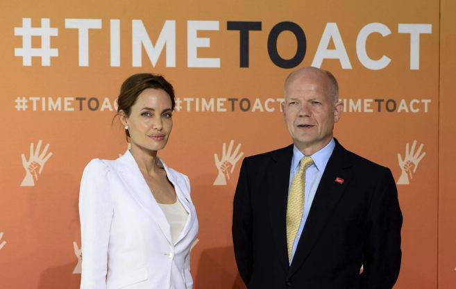 Angelina Jolie y William Hague.