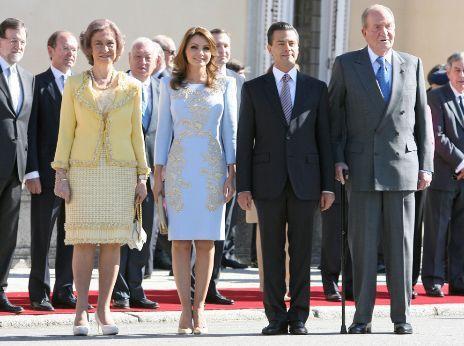 El presidente de México y su mujer, junto a los Reyes, este lunes.