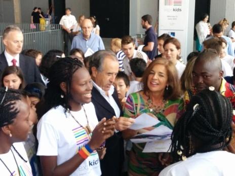 - La alcaldesa de Madrid, Ana Botella, visitando el stand de 'El...
