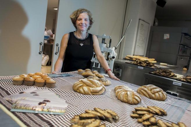 La directora de Agrasys, Pilar Barceló, en Valencia con algunos...