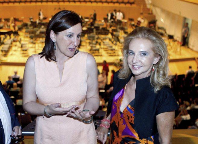 La consellera de Cultura, María José CAtalá, junto a Mayren Beneyto