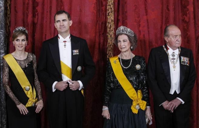 Los actuales monarcas, Don Juan Carlos y Doña Sofía, y los...