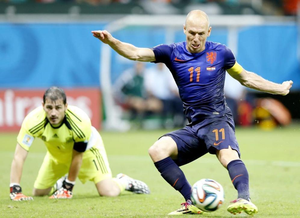 Robben se la devuelve a Casillas | Mundial de Fútbol | EL MUNDO