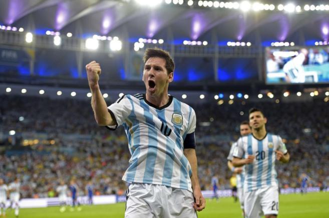 Lionel Messi festeja con rabia su tanto.