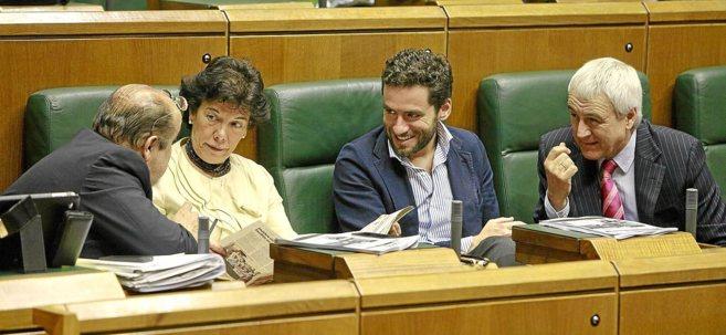 Txarli Prieto e Isabel Celaá, del PSE-EE, Borja Sémper, del PP y...