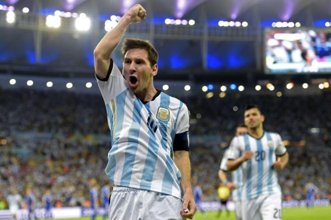 Leo Messi celebra su gol ante Bosnia.