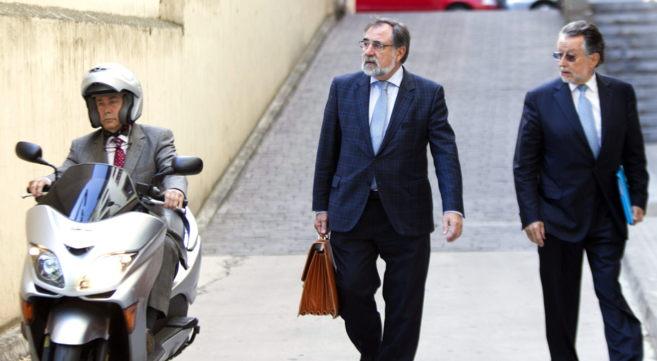 Alfonso Grau llega al juzgado de Palma junto a su abogado y a la vez...