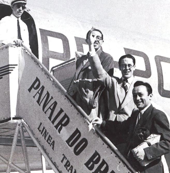 Tres periodistas de MARCA suben al avión que transportó a España al...