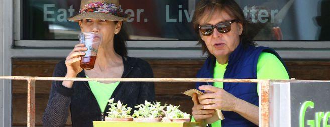 Paul McCartney y su mujer, Nancy Shevell, comiendo hace unas semanas.
