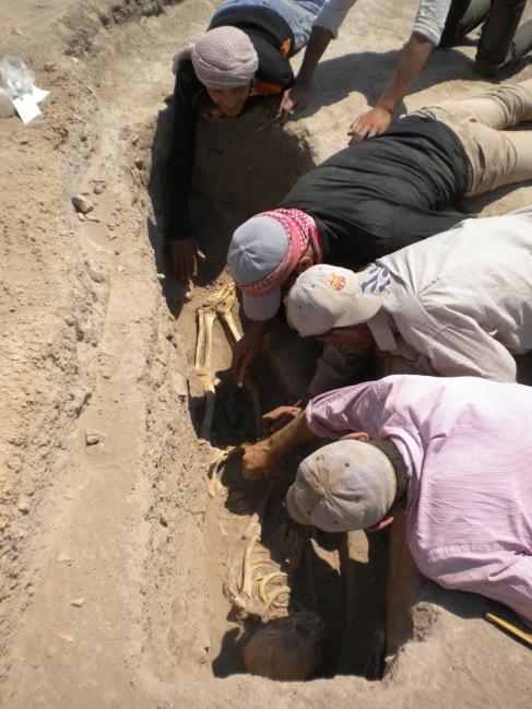 Arqueólogos desentierran un esqueleto en Tell Zeidan, Siria. MÁS...