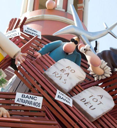 Detalle de los carteles en valenciano de la última falla de Na...