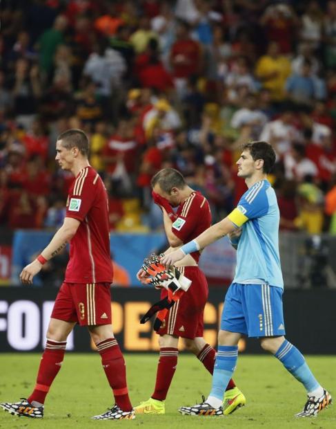 Torres, Iniesta y Casillas, tras la derrota ante Chile.