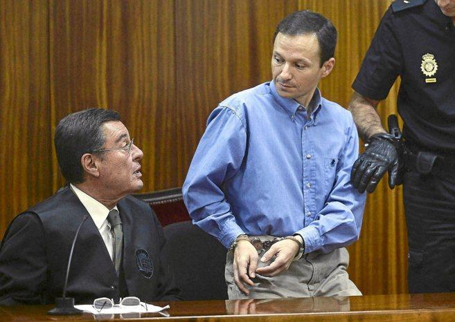 Bretón junto a su abogado durante el juicio el año pasado.