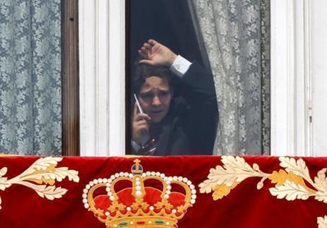 Felipe Juan Froilán, hablando por teléfono en una ventana del...