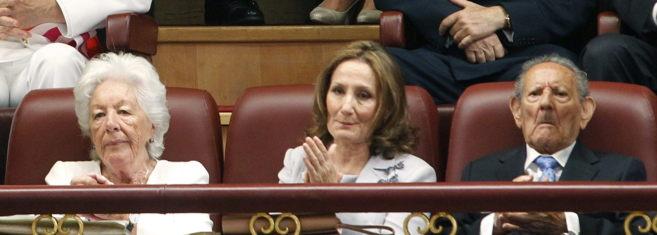 Paloma Rocasolano (c), con la abuela paterna y el abuelo paterno de la...