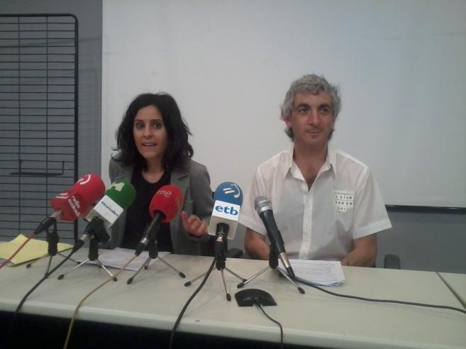 Los representantes de ELA, Mikel Noval y Beatriz Martxueta, este...