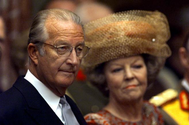 El rey de Bélgica, junto a la reina de Holanda, en la toma de...