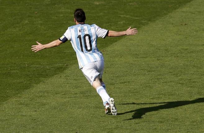 Leo Messi celebra su gol ante Irán.