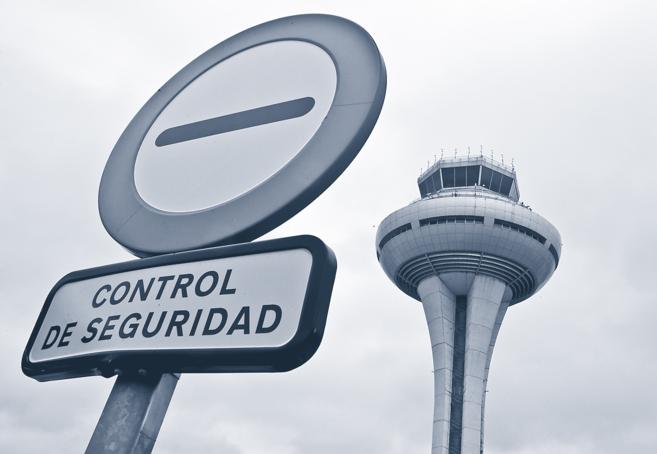 Una de las señales instaladas en la plataforma de Barajas, con la...