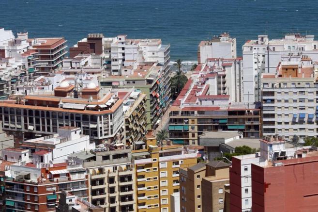 Imagen de archivo de viviendas junto a la playa, la zona preferida por...