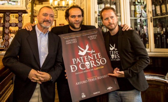 Arturo Pérez Reverte, junto a Alfonso Sánchez y Alberto López, en...