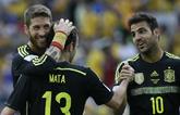 Ramos, Mata y Cesc celebran el tercer tanto de España, obra del...