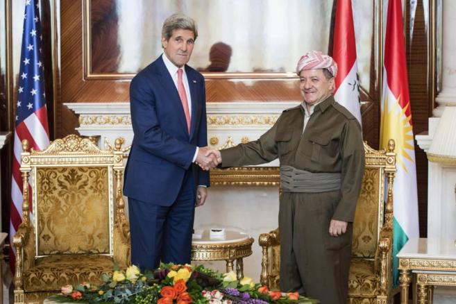 El secretario de Estado de EEUU, John Kerry, saluda al presidente...