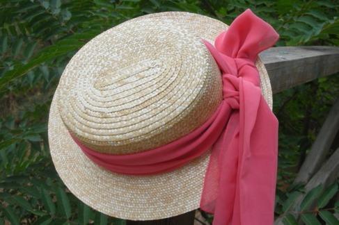 Con lazada de organza en rosa, de Las Martinas.