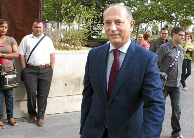 El ex alcalde de Manises, Enrique Crespo, a su entrada a la Ciudad de...