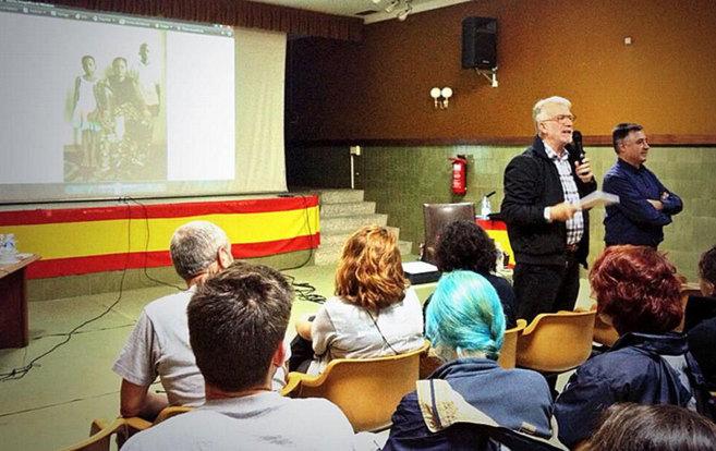 Fernando Múgica y Gervasio Sánchez, durante su conferencia.