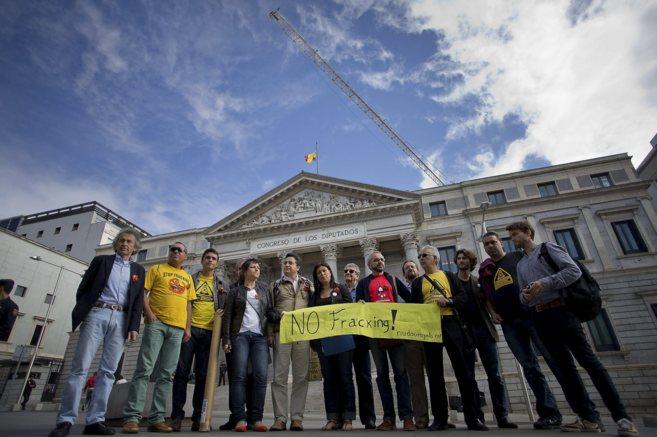 Una recogida de firmas contra el 'fracking' ante el Congreso...