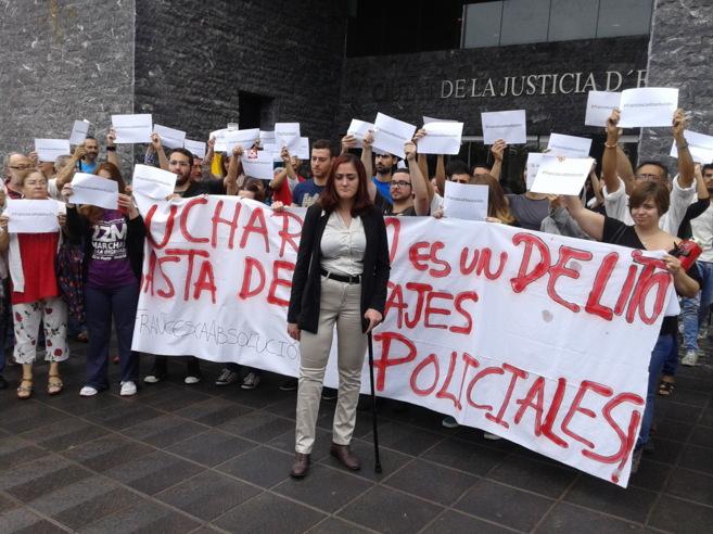 Manifestación de apoyo a Francesca en la salida de los juzgados de...