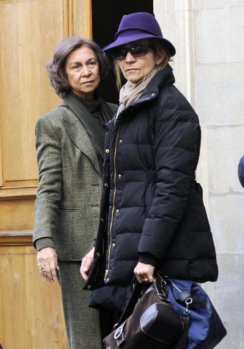 Doña Sofía y la Infanta Elena, el pasado diciembre ante la casa de...