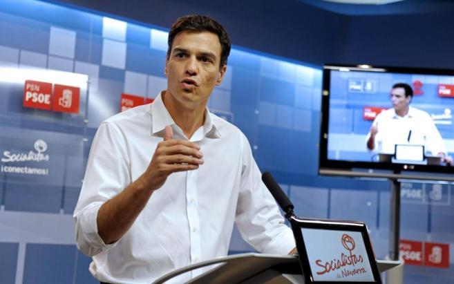 Pedro Sánchez, en una reunión celebrada ayer en Pamplona.