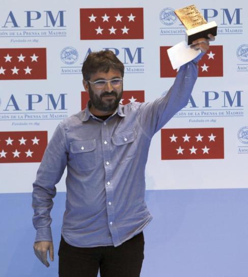 El periodista Jordi Évole, tras recibir un premio de la APM.