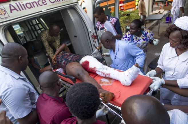 Una mujer herida en el atentado con bomba en un centro comercial de...