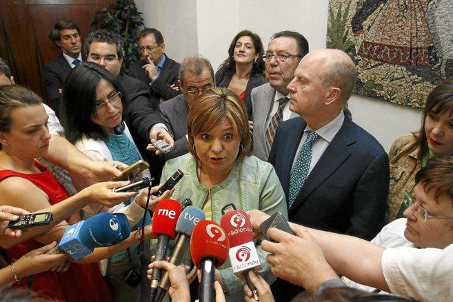 Isabel Bonig comparece ante los medios de comunicación.