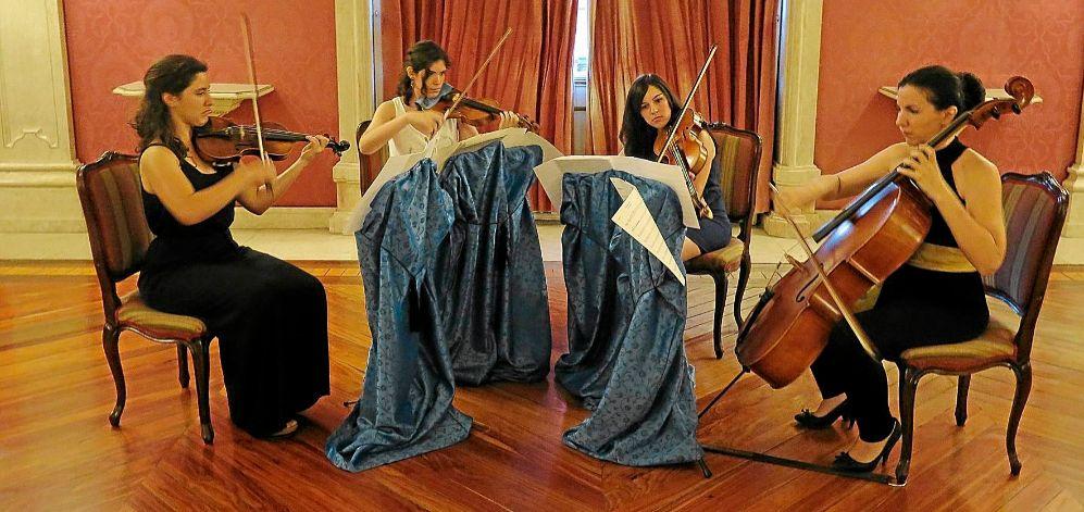 el cuarteto de la orquesta Almaclara en su presentación tras el...