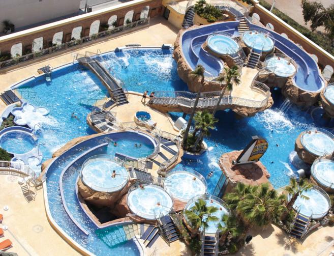 Exteriores del balneario que posee Marina d'Or en su complejo...